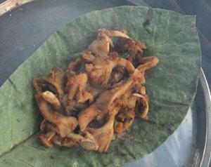 昼食、朴葉味噌
