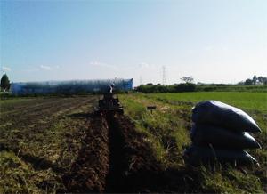 畑耕うん 土づくり